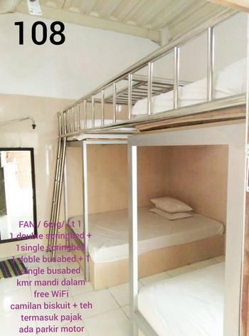 Backpackers Guesthouse at 105 Homestay Malioboro Jogja Yogyakarta - Family with Fan Regular Plan