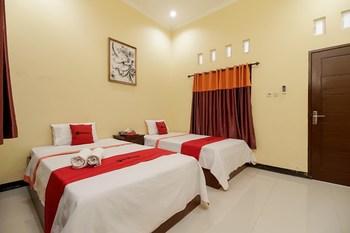 RedDoorz @ Jalan Hos Cokroaminoto Mataram Lombok - RedDoorz Twin Room Basic Deals Promotion