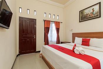 RedDoorz @ Jalan Hos Cokroaminoto Mataram Lombok - RedDoorz Room Regular Plan