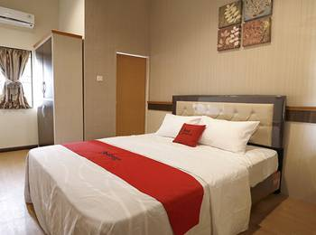 RedDoorz Premium near Universitas Sumatera Utara Medan - RedDoorz Room Regular Plan