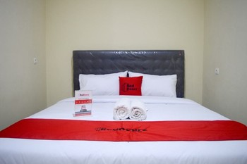 RedDoorz near Sam Poo Kong 2 Semarang - RedDoorz Room Regular Plan