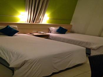 Apita Express Cirebon - Standard Twin Room with Breakfast Regular Plan