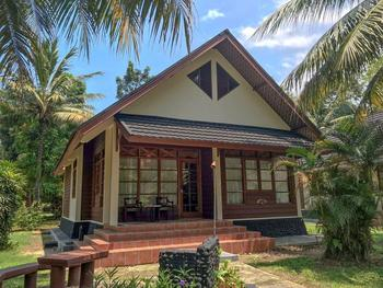 Mutiara Carita Cottages Serang - Royal Cottage 2 Bedroom Breakfast KETUPAT