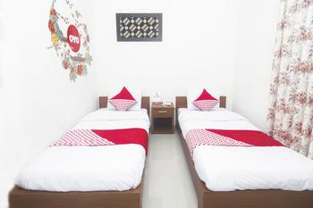 OYO 250 De'Gadri Ndalem Yogyakarta - Deluxe Twin Room Regular Plan
