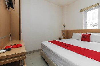 RedDoorz Plus near Galaxy Bekasi Bekasi - RedDoorz Room Regular Plan