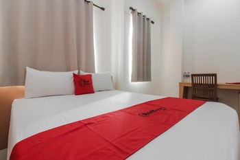 RedDoorz Plus near Galaxy Bekasi Bekasi - RedDoorz Premium Room Regular Plan