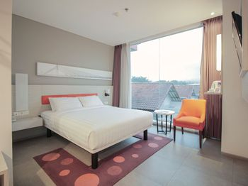Topas Galeria Hotel Bandung - Deluxe Double Regular Plan