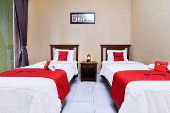 RedDoorz near Pantai Sanur Bali Bali - RedDoorz Twin Room with Breakfast Regular Plan