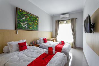 RedDoorz near Universitas Muhammadiyah Yogyakarta Yogyakarta - RedDoorz Premium Twin 24 Hours Deal