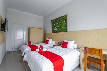 RedDoorz near Universitas Muhammadiyah Yogyakarta Yogyakarta - RedDoorz Twin Room 24 Hours Deal