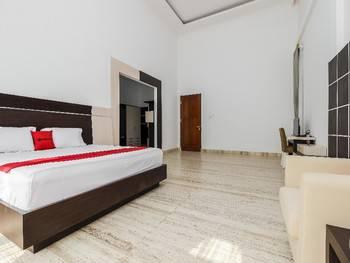 RedDoorz Premium @ Gandaria Jagakarsa Jakarta - Family Room Regular Plan