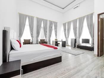 RedDoorz Plus near Ragunan Zoo Jakarta - RedDoorz Room with Breakfast Regular Plan