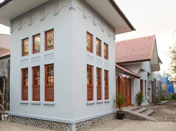 RedDoorz Plus near Pasundan University