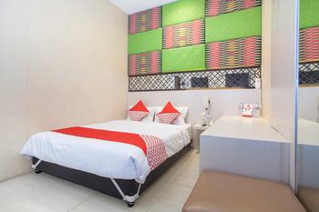 OYO Flagship 3869 Metro House Sub Surabaya - Deluxe Double Room Regular Plan
