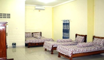 Hotel Al Madinah Pariaman Pariaman - Family Room Regular Plan