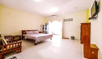 Hotel Al Madinah Pariaman Pariaman - Suite Room Regular Plan