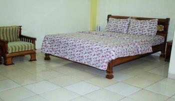 Hotel Al Madinah Pariaman Pariaman - Deluxe Room Regular Plan