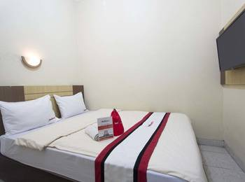 RedDoorz Plus near Stadion Mandala Krida Umbulharjo - RedDoorz Room with Breakfast 24 Hours Deal