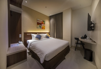 Zoom Hotel Mulawarman Samarinda - Sleeping King Room Only Regular Plan