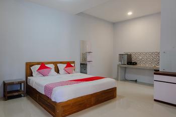 OYO 1579 Kate'el Inn Banyuwangi - Deluxe Double Room Regular Plan