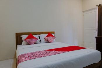 OYO 1579 Kate'el Inn Banyuwangi - Standard Double Room Regular Plan