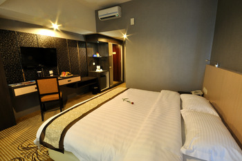 Hermes Palace Hotel Medan Medan - Deluxe Room Regular Plan