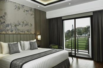 Mason Pine Hotel Bandung - Pine Suite Regular Plan