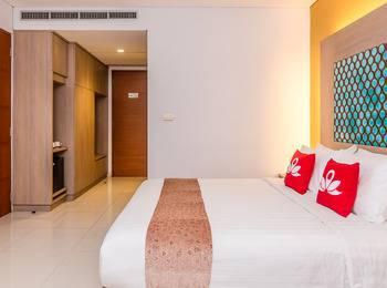 ZenRooms Legian Corner - Double Room Regular Plan