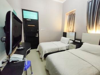 Queen Guest House Bengkulu - Superior Twin Room Regular Plan