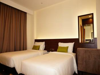 Green Eden Hotel Manado - Deluxe Twin City View Regular Plan