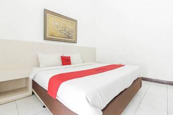 RedDoorz near Kejaksan Station Cirebon Cirebon - RedDoorz Room LM 5%