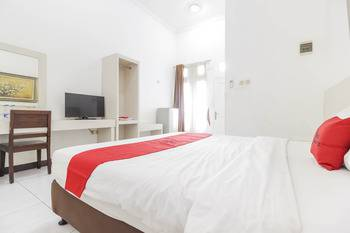 RedDoorz near Kejaksan Station Cirebon Cirebon - RedDoorz Twin Room LM 5%