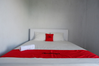 RedDoorz near Lokawisata Baturaden 2 Banyumas - RedDoorz Room Basic Deal