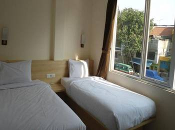 New Moonlight Hotel Bandung - Superior Room With Breakfast Regular Plan