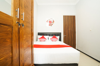 OYO 384 Omah Pitu Surabaya - Deluxe Double Room Regular Plan