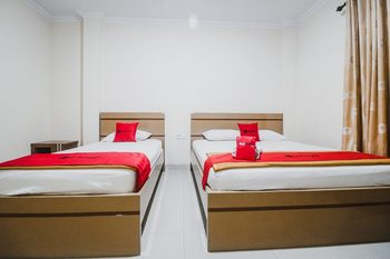 RedDoorz Plus near WTC Batanghari Mall Jambi - Family Room Basic Deal