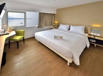 Whiz Prime Megamas Manado - Superior Double Sea View Room Only Regular Plan