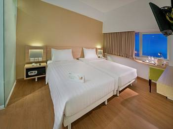 Whiz Prime Megamas Manado - Superior Twin Sea View Room Only Regular Plan