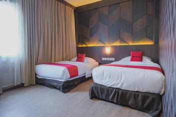 RedDoorz Plus near Pantai Coastarina 2 Batam - RedDoorz Twin Room Basic Deal