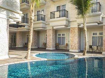 Alron Hotel Kuta - Deluxe Pool Room Only  Last Minute