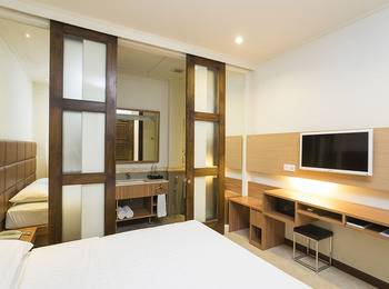 Alron Hotel Kuta - Superior Balcony  Basic Deal