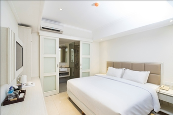 Alron Hotel Kuta - Superior Room Only  Last Minute Deal