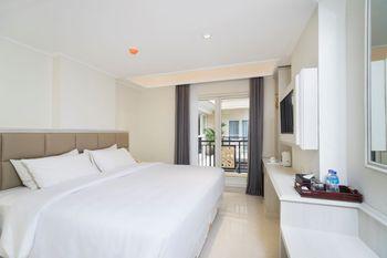 Alron Hotel Kuta - Superior Balcony Room Only  Last Minute Deal