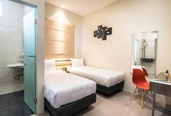 Versa Hotel Bekasi - Deluxe Twin Room Only Regular Plan