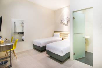 Versa Hotel Bekasi - Standard Twin Room Only Regular Plan