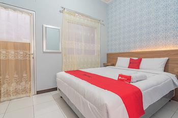 RedDoorz near Alun-Alun Garut Garut - RedDoorz Room Regular Plan
