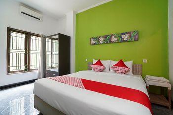 OYO 1406 I Love Grass Bali - Deluxe Double Room Regular Plan