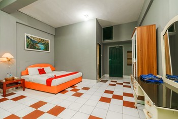 RedDoorz @ Jalan Lintas Sumatera Lubuk Linggau Lubuklinggau - RedDoorz Deluxe Room with Breakfast Regular Plan