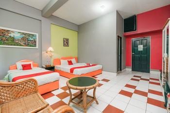 RedDoorz @ Jalan Lintas Sumatera Lubuk Linggau Lubuklinggau - RedDoorz Family Room with Breakfast Regular Plan