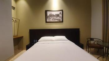 Sans Hotel Empress Simpang Lima Semarang - Deluxe Room 24H Deal